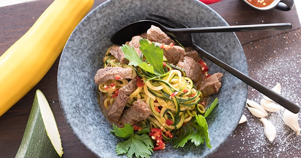 Spicy zucchini noodles with steak