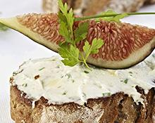 Fig, goat cheese & chive crostini hand blender recipe