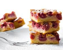 Sour cream cherry cake