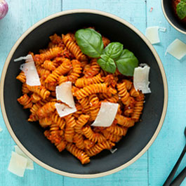 Pasta with spicy pepper tomato pesto