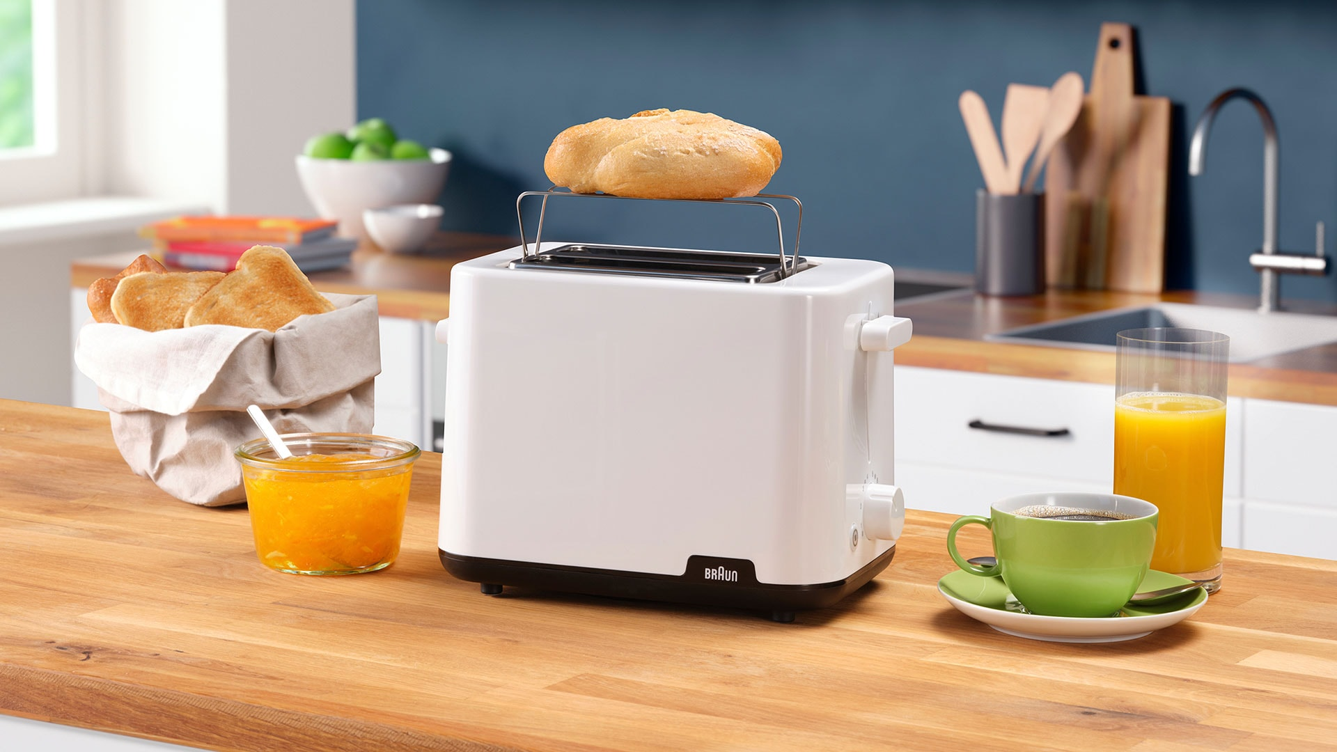 Braun Breakfast Series 1 Toaster HT 1010 WH lifestyle