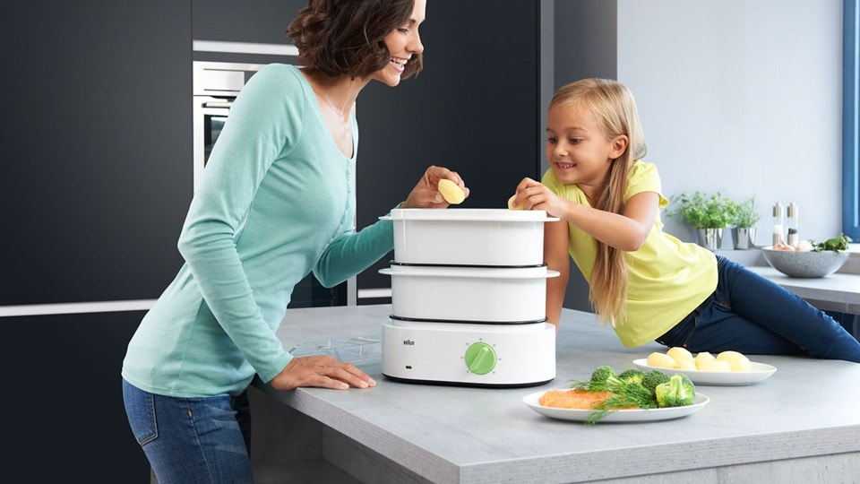 Watch how easy cooking can be with the Braun electric food steamer